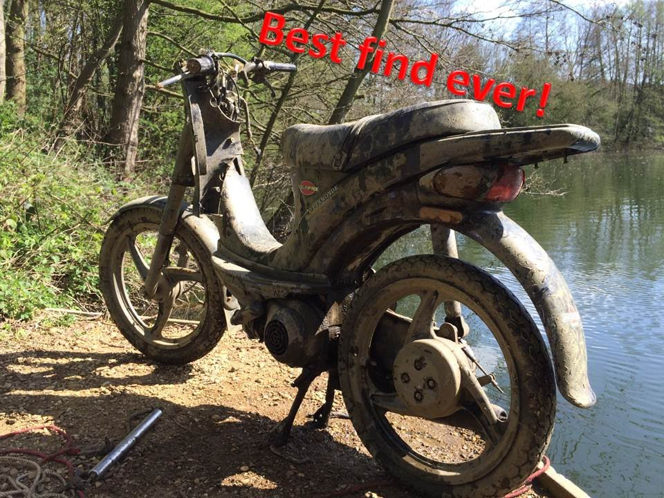 Best magnet fishing day EVER! FOUND A MOTORCYCLE!! [magneetvissen]