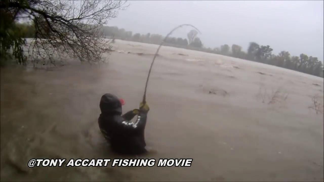 Рыбалка во время шторма Fishing during a storm
