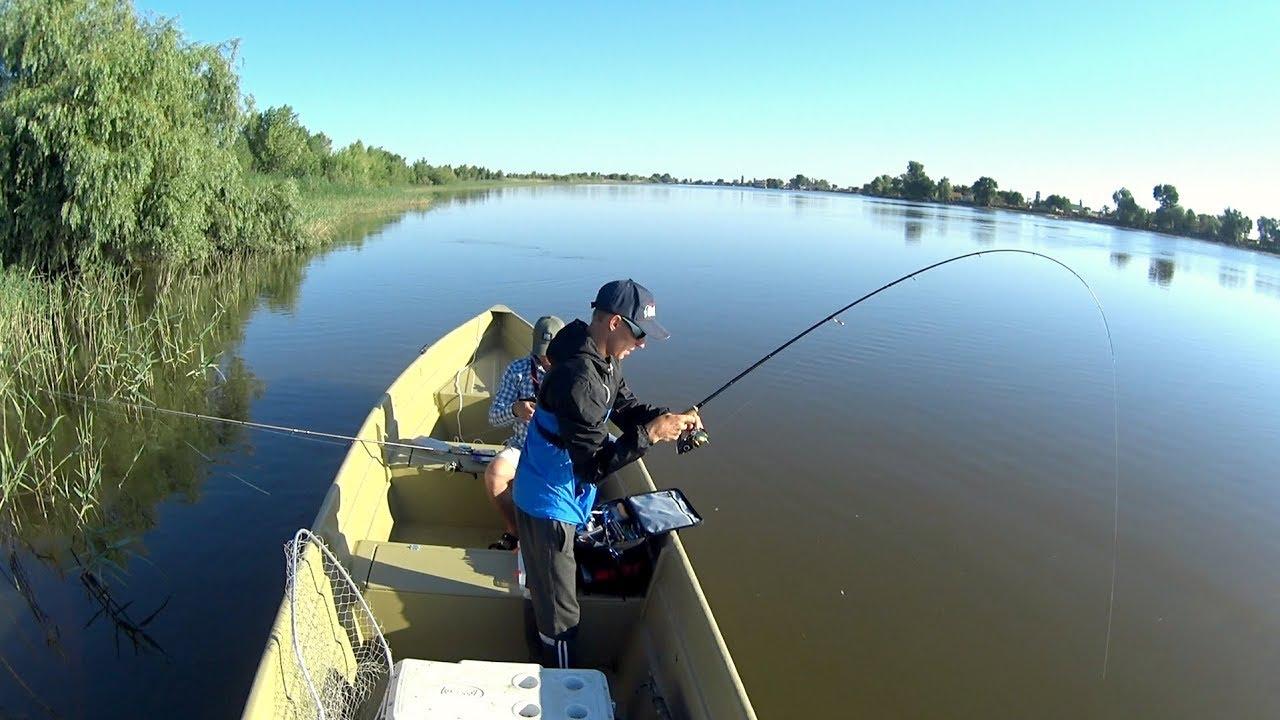 Что за зверь там?! Кто же там так давит! Рыбалка на спиннинг летом 2018.